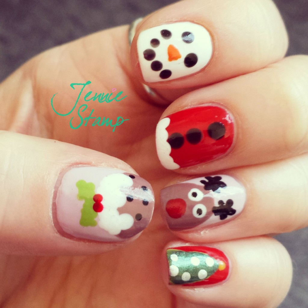 Christmas nails by brunchandnaps.com