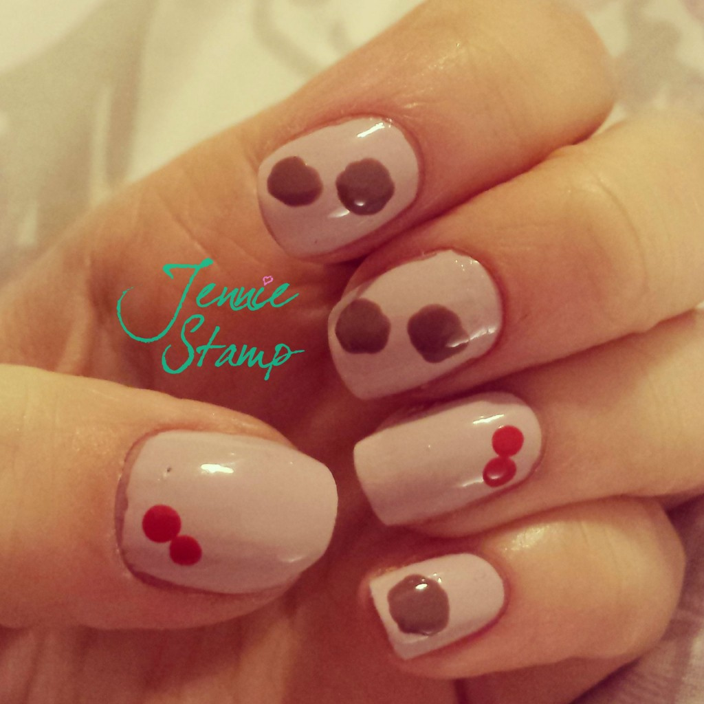 Holly and Christmas Pudding Nails by brunchandnaps.com