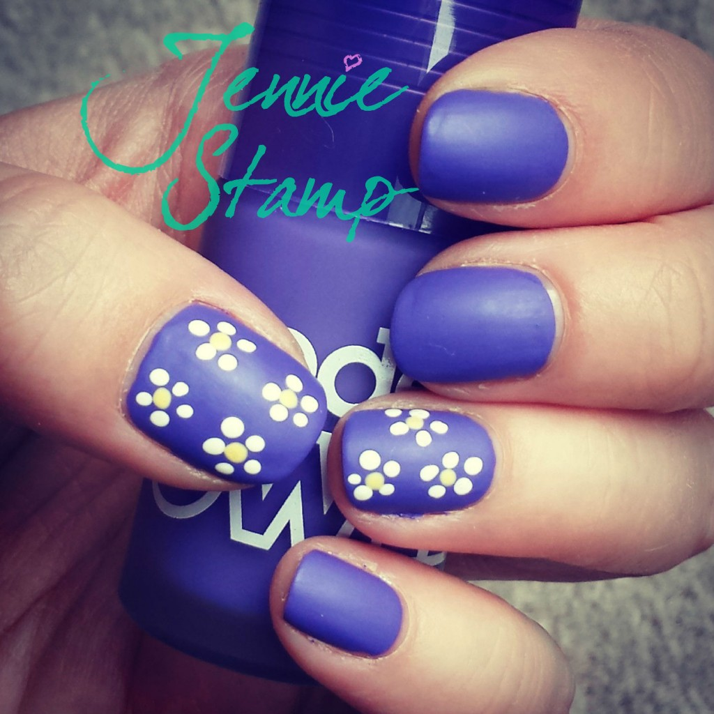 Purple daisy nails