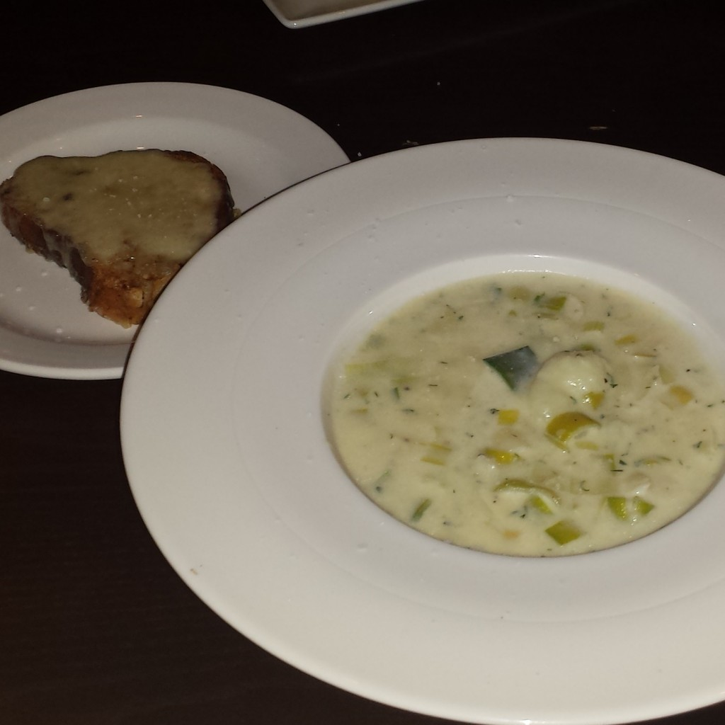 Creamy Cullen Skink with Delicate Flakes of Smoked Haddock, Chunky Potato and served with Grilled Cheese Bloomer £6.95/8.95